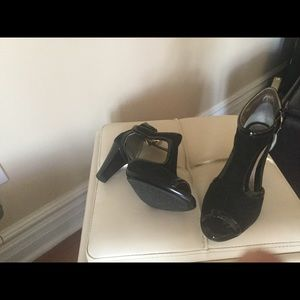 New heels no tags black patent and suade 6.5